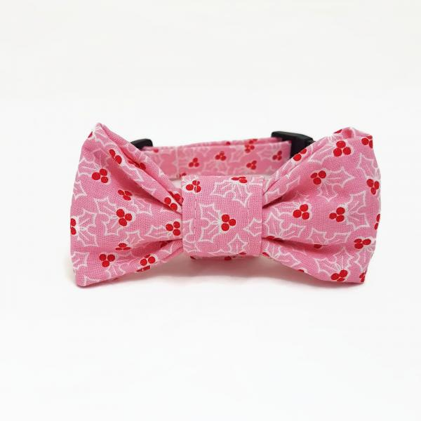 Dog Collar with Bow Tie - Under The Mistletoe